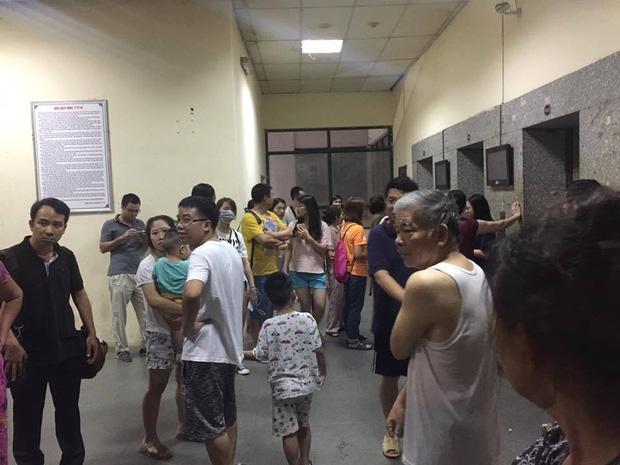 Hà Nội: Người già, trẻ em chung cư Cầu Giấy hoảng loạn vì chập điện gây cháy giữa đêm khuya - Ảnh 2.