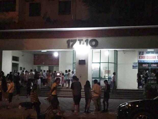Hà Nội: Người già, trẻ em chung cư Cầu Giấy hoảng loạn vì chập điện gây cháy giữa đêm khuya - Ảnh 7.