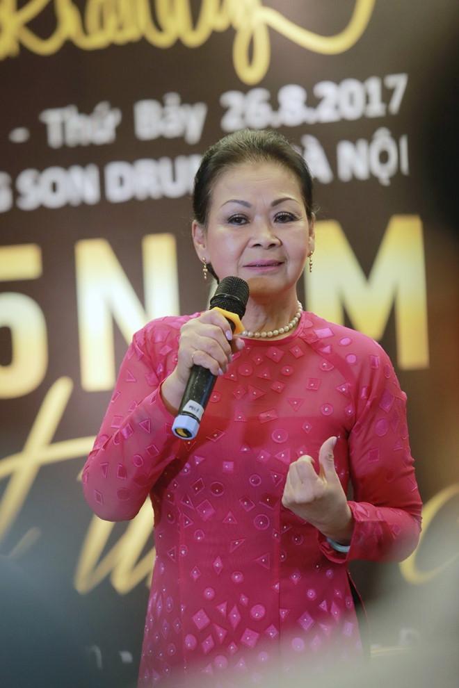 Khanh Ly: 'Toi hat 55 nam nhung khong biet not nhac nao' hinh anh 1