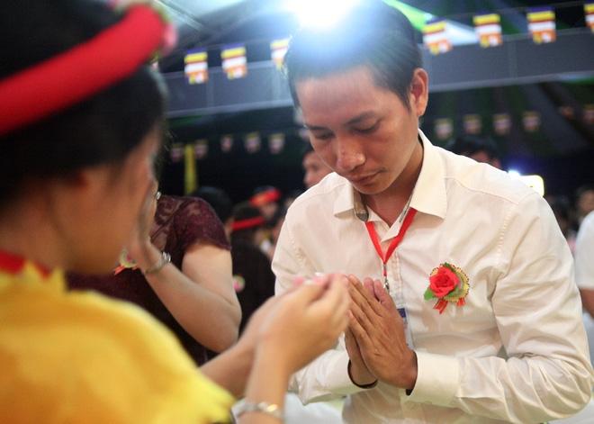 Nhiều người mắt nghẹn ngào trong lễ bông hồng cài áo Vu lan báo hiếu - Ảnh 3.