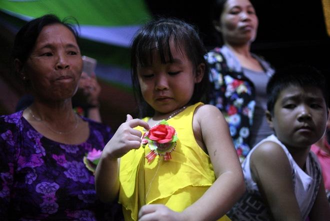 Nhiều người mắt nghẹn ngào trong lễ bông hồng cài áo Vu lan báo hiếu - Ảnh 6.