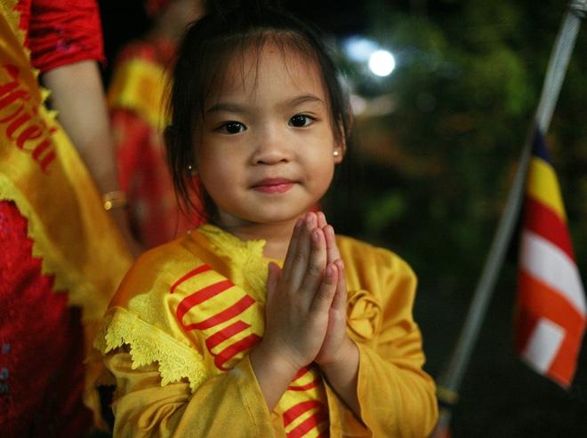 Nhiều người mắt nghẹn ngào trong lễ bông hồng cài áo Vu lan báo hiếu - Ảnh 10.
