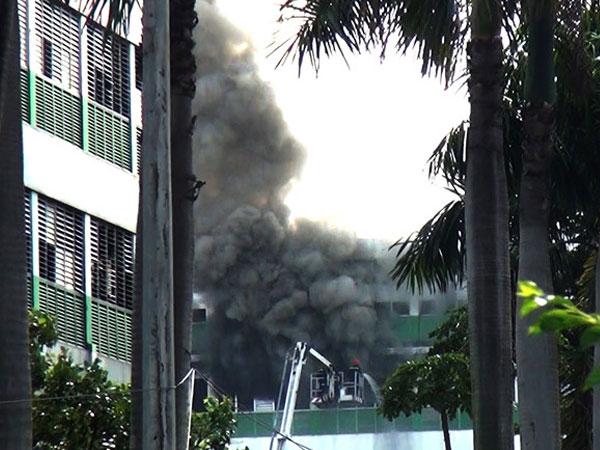 Khói lửa bao trùm công ty dép ở Sài Gòn