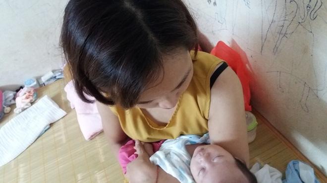 Hà Nội: Bé gái 15 ngày tuổi bị bỏ rơi ở nhà trọ đã được mẹ nhận lại để nuôi - Ảnh 3.