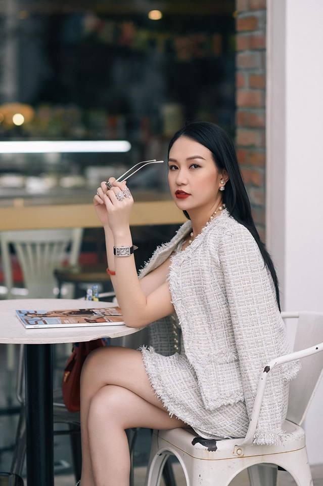 Hương Baby vợ ca sĩ Tuấn Hưng, từ cô PG đen nhẻm tới nữ doanh nhân gợi cảm, sành điệu - Ảnh 13.