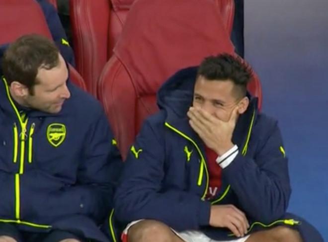 Sanchez che mieng cuoi cot sau khi roi san du Arsenal tham bai hinh anh 2