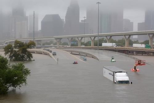 Ngập lụt tại thành phố Houston, bang Texas. Ảnh: Reuters.