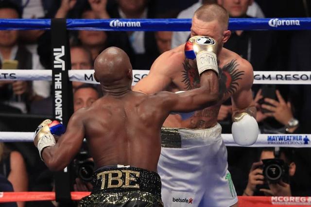 Mayweather là con cáo già thực sự. Với đấu pháp hợp lý, tay đấm này đã khiến cho McGregor tâm phục khẩu phục