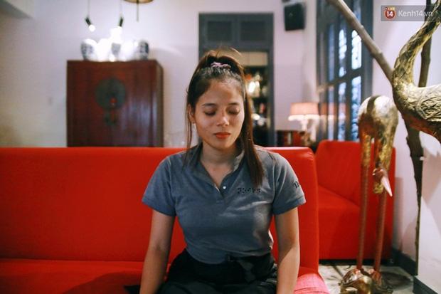 Chuyện chưa kể về nhân viên khiếm thị trong nhà hàng bóng tối ở Sài Gòn: Cô không có đôi mắt đẹp như các con đâu nha... - Ảnh 8.