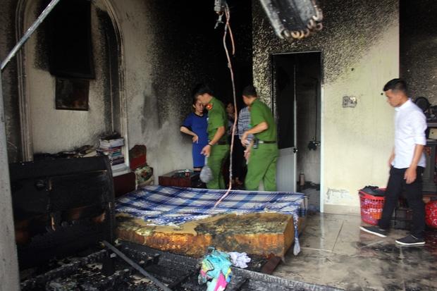 Cháy lớn tại khách sạn 5 tầng ở Đà Nẵng, nhiều tài sản bị thiêu rụi - Ảnh 1.