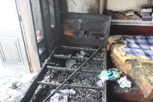 Cháy lớn tại khách sạn 5 tầng ở Đà Nẵng, nhiều tài sản bị thiêu rụi - Ảnh 2.