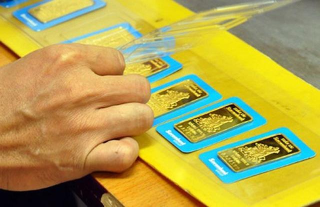 Lúc 15h hôm nay 29/8, giá vàng SJC được các doanh nghiệp trong nước điều chỉnh tăng tiếp gần 100.000 đồng/lượng so với phiên sáng và tăng 200.000 đồng/lượng so với chốt phiên hôm qua.