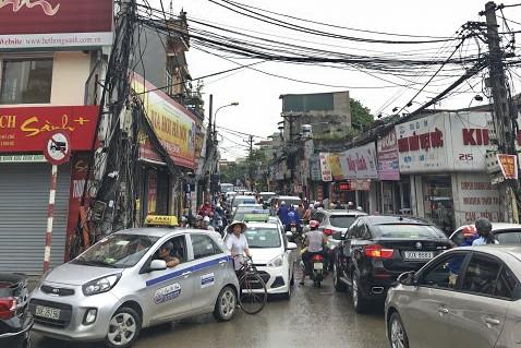 Hàng loạt tuyến đường Thủ đô ùn tắc trong cơn mưa buổi sáng - ảnh 5