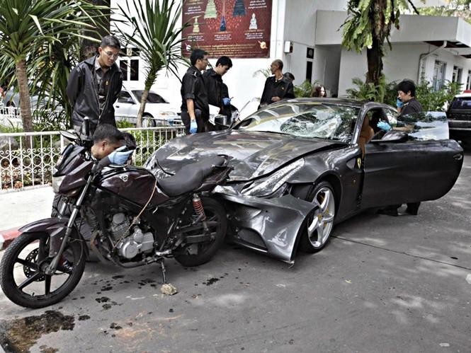Hiện trường vụ tai nạn mà Vorayuth Yoovidhya gây ra năm 2012, làm một cảnh sát thiệt mạng /// Reuters