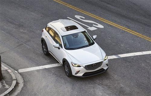 Mazda cung cấp gói trang bị tùy chọn giá 1.410 USD gồm cửa sổ trời chỉnh điện, radio vệ tinh SiriusXM, radio HD, tấm lót cốp và hệ thống âm thanh Bose Premium với 7 loa.