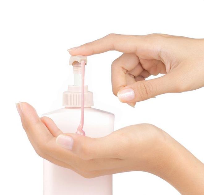 """Mỗi ngày dùng vài giọt """"vàng lỏng"""" này khi tắm, da chỉ có gọi là trắng mịn như bông bưởi - Ảnh 2."""