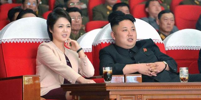 Ông Kim Jong-un và bà Ri Sol-ju tham dự một sự kiện tại Triều Tiên (Ảnh: Reuters)