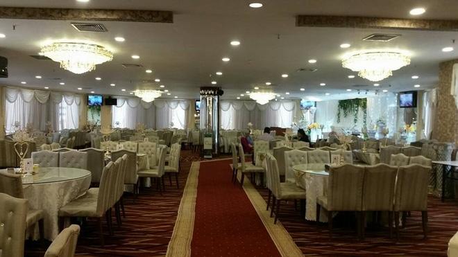 Tiệc cưới dát vàng sang trọng của cô dâu Việt lấy chồng đạo Hồi ở Singapore - Ảnh 2.