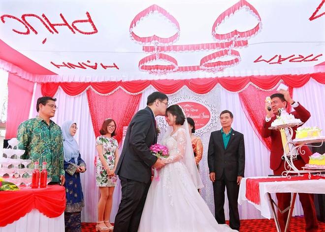 Tiệc cưới dát vàng sang trọng của cô dâu Việt lấy chồng đạo Hồi ở Singapore - Ảnh 6.