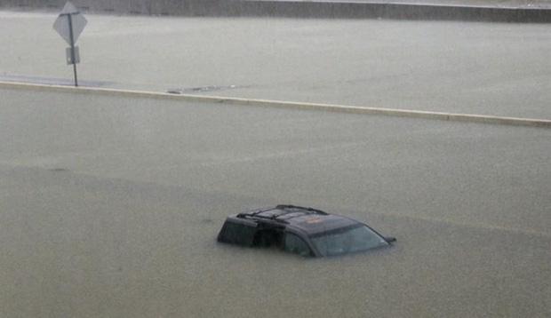 Giữa cuồng quay siêu bão Harvey, nhiều người dân Mỹ vẫn chung tay làm một việc khiến thế giới nể phục - Ảnh 3.