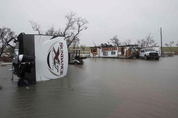 Giữa cuồng quay siêu bão Harvey, nhiều người dân Mỹ vẫn chung tay làm một việc khiến thế giới nể phục - Ảnh 9.