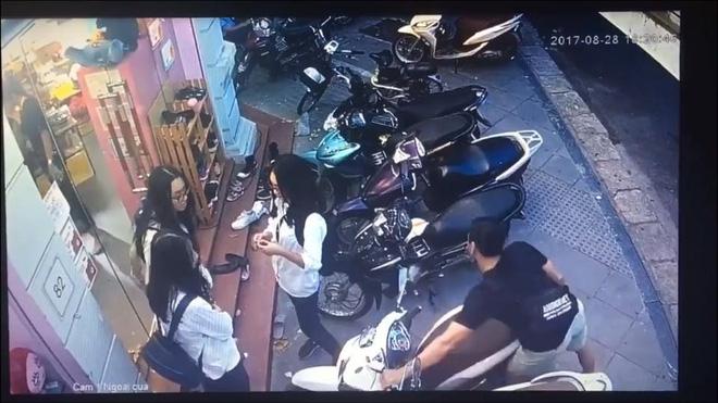 Hà Nội: Nam thanh niên bảnh bao bẻ khóa trộm xe SH trong tích tắc - Ảnh 3.