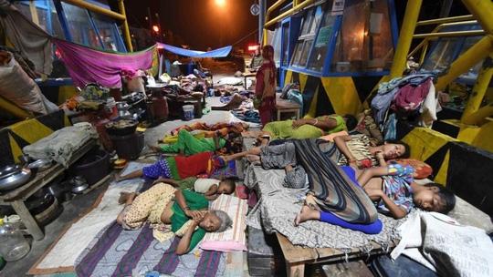 Lũ lụt tàn phá Nam Á, hơn 1.200 người thiệt mạng - Ảnh 4.