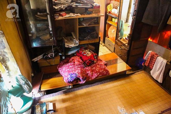 Sống khổ trong nhà phố cổ nằm trên nóc WC: Khi yêu đương vương mùi xú khí, bếp ăn ở cạnh bồn cầu  - Ảnh 4.