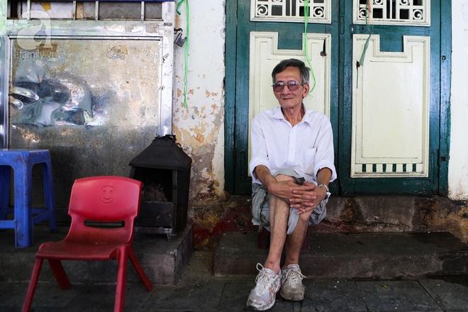 Sống khổ trong nhà phố cổ nằm trên nóc WC: Khi yêu đương vương mùi xú khí, bếp ăn ở cạnh bồn cầu  - Ảnh 9.