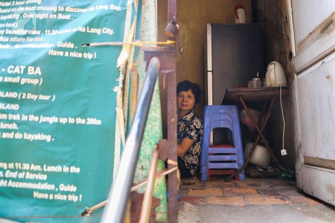 Sống khổ trong nhà phố cổ nằm trên nóc WC: Khi yêu đương vương mùi xú khí, bếp ăn ở cạnh bồn cầu  - Ảnh 13.