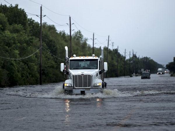 Nổ nhà máy hóa chất ở Texas sau siêu bão Harvey