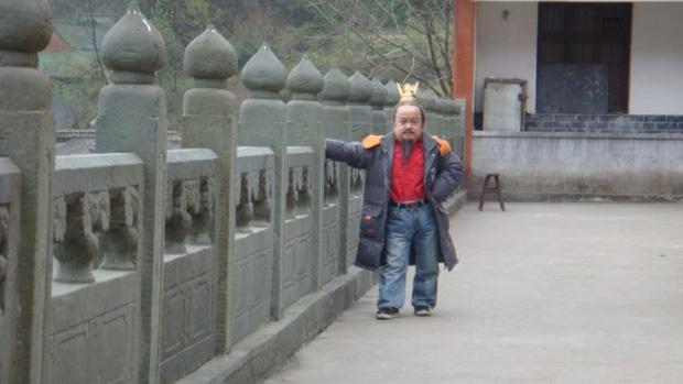 Chỉ cao hơn 1 mét, sao nam Thiên Long Bát Bộ vẫn có tổ ấm hạnh phúc bên bà xã kém 18 tuổi - Ảnh 2.