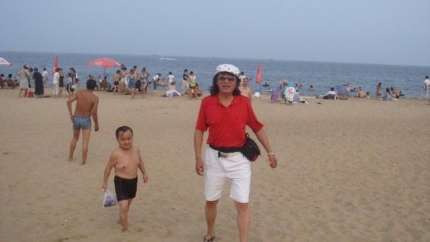 Chỉ cao hơn 1 mét, sao nam Thiên Long Bát Bộ vẫn có tổ ấm hạnh phúc bên bà xã kém 18 tuổi - Ảnh 5.