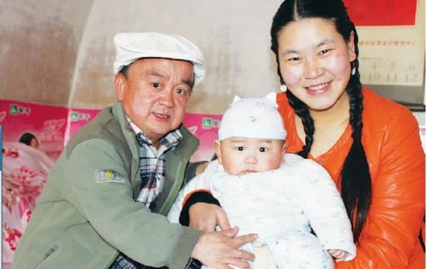Chỉ cao hơn 1 mét, sao nam Thiên Long Bát Bộ vẫn có tổ ấm hạnh phúc bên bà xã kém 18 tuổi - Ảnh 11.