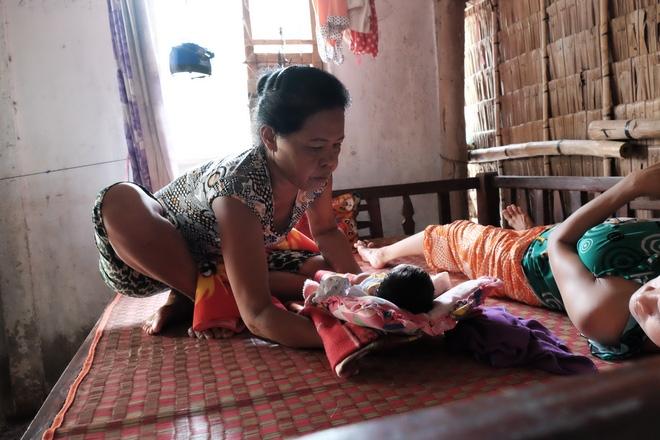 Gần 500 người đã ủng hộ hơn 200 triệu cho người mẹ điên chăm con gái sơ sinh 15 ngày tuổi không có cha - Ảnh 7.