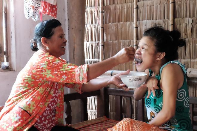 Gần 500 người đã ủng hộ hơn 200 triệu cho người mẹ điên chăm con gái sơ sinh 15 ngày tuổi không có cha - Ảnh 9.