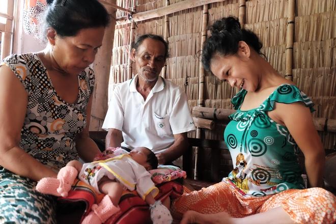 Gần 500 người đã ủng hộ hơn 200 triệu cho người mẹ điên chăm con gái sơ sinh 15 ngày tuổi không có cha - Ảnh 17.
