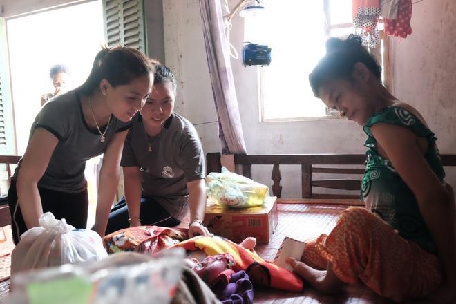 Nhìn cách người mẹ điên chăm sóc con gái sơ sinh 15 ngày tuổi ai cũng xúc động vì tình mẫu tử - Ảnh 6.