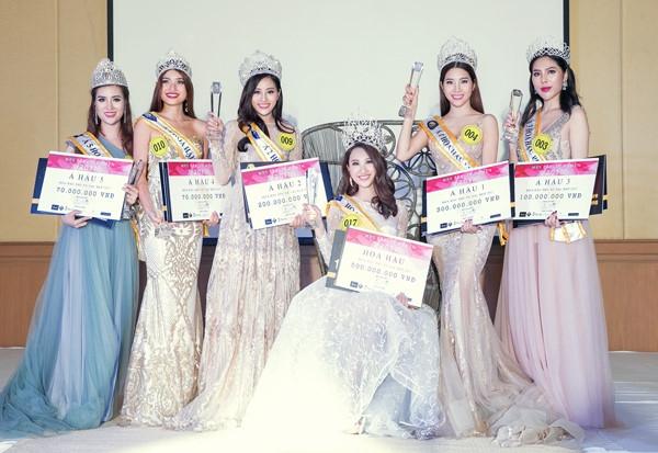 Người đẹp Phạm Anh Thư (ngồi) cùng 5 á hậu của cuộc thi.
