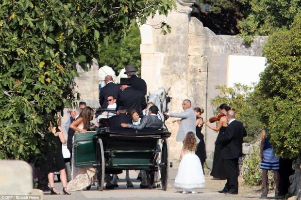 Cận cảnh đám cưới xa hoa ngút trời của con gái ông trùm địa ốc New York có giá 568 tỷ - Ảnh 2.