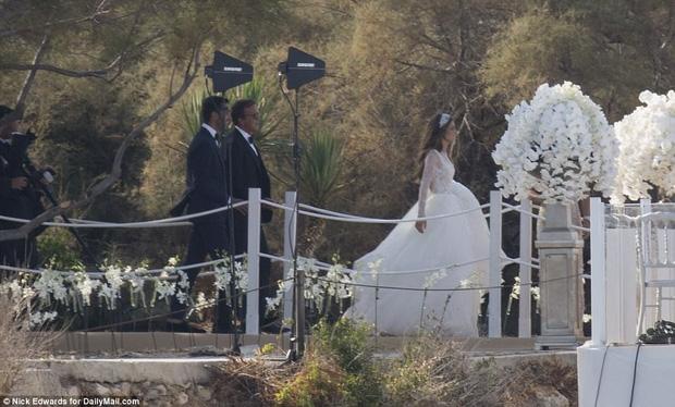 Cận cảnh đám cưới xa hoa ngút trời của con gái ông trùm địa ốc New York có giá 568 tỷ - Ảnh 6.