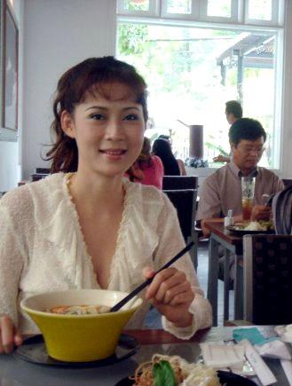 diem huong hanh phuc the nay sau khi vuong vao ten toi pham truy na hinh anh 3