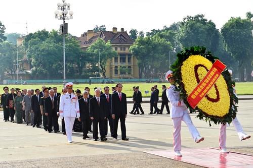 Lanh dao Dang, Nha nuoc vieng Chu tich Ho Chi Minh hinh anh 1