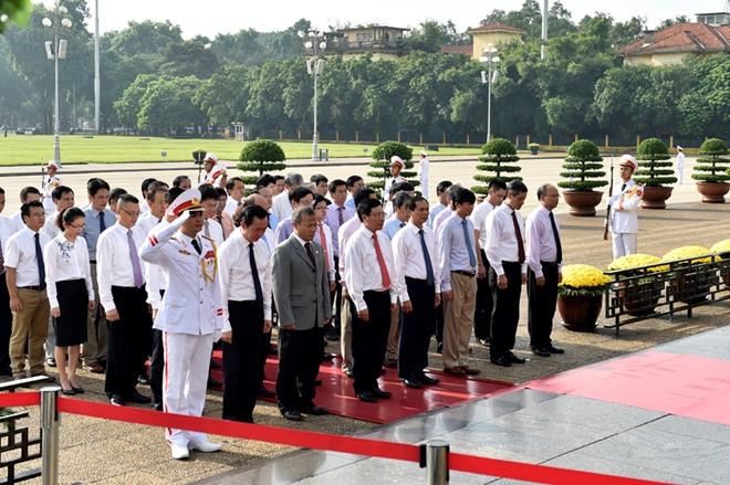 Lanh dao Dang, Nha nuoc vieng Chu tich Ho Chi Minh hinh anh 3