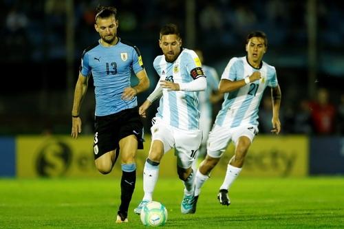Messi tịt ngòi, Argentina vẫn khốn khó - Ảnh 2.