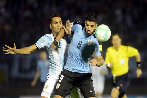 Messi tịt ngòi, Argentina vẫn khốn khó - Ảnh 3.