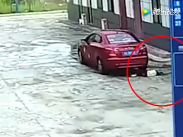Bé gái 9 chết tức tưởi vì bị ô tô của bố chèn qua người