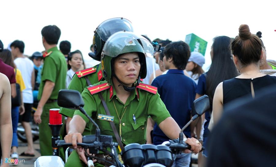 Bien Vung Tau dong nghit nguoi trong ngay dau nghi le hinh anh 8