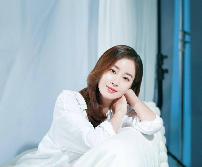 kim-tae-hee-bung-bau-vuot-mat-van-xinh-dep-rang-ngoi-1