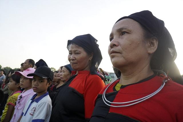 Trong buổi sáng ngày Quốc khánh, nhiều người dân từ mọi miền tổ quốc đã có mặt tại quảng trường Ba Đình lịch sử từ rất sớm để chứng kiến lễ chào cờ.